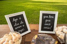 Veja mais em: www.valwander.com/blog  #valwander # #fotografiasemocionantes #fotografia  #casamento #casamentodedia #casamentonocampo #casamentonafezenda #decorcasamento #maquinadeescrever