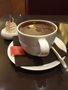 Sweet Sweet Wall Street: Hot Chocolate at La Maison du Chocolat, New York City, USA