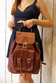 MEDIUM  Brown Handmade Italian Leather backpack di LaSellerieLimited su Etsy