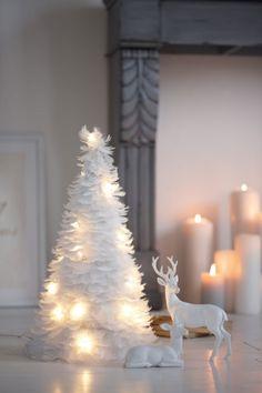 Federleicht: schneeweißer Tannenbaum von Impressionen / christmas decoration