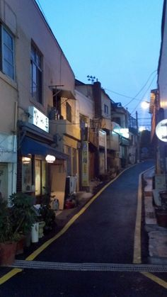 La strada @lastrada_mus / 7,80년은 더 된 적산가옥을 개조한 작은  술집들이 모여있는 작고 한적한 골목.  부산에서 가장 좋아하는 곳 이다. / 부산 중 동광 / #골목 #그곳 / 2013 02 13 /