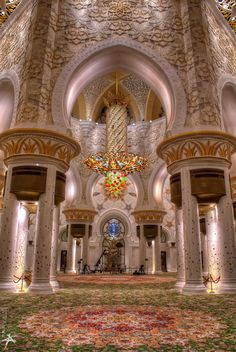 Sheikh Zayed Grand Mosque, Abu Dhabi, United Arab Emirates ~ Most beautiful Mosque ~ gorgeous ! There were lapis lazuli flowers all over the place. Islamic Architecture, Beautiful Architecture, Art And Architecture, Abu Dhabi, Beautiful Mosques, Beautiful Places, Beau Site, Amazing Buildings, Grand Mosque