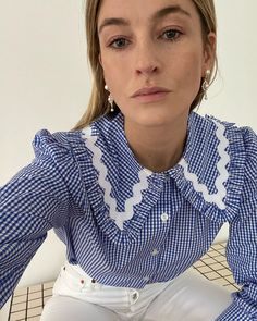 Look Fashion, Spring Fashion, Girl Fashion, Blue School Shirts, Camille Charriere, Looks Jeans, Gingham Shirt, Winter Trends, Mode Inspiration