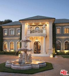 Stunning Home Beverly Hills Zillow Classic House Exterior, Classic House Design, Dream House Exterior, Dream Home Design, Modern House Design, Villa Design, Beverly Park, Beverly Hills Houses, Dream Mansion