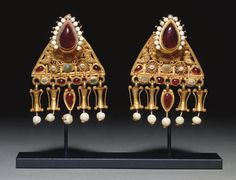 pair of Roman gold, pearl & glass earrings, circa century A. Roman Jewelry, Old Jewelry, Ethnic Jewelry, Jewelry Art, Antique Jewelry, Vintage Jewelry, Jewelry Design, Beach Jewelry, Jewelry Sites