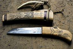 Makiri of hunter Tahachi Urakawa patronage. He dismantles the deer and the bear with this makiri. Cool Knives, Knives And Tools, Knives And Swords, Knife Art, Bone Carving, Custom Knives, Knife Making, Blacksmithing, Metal Art