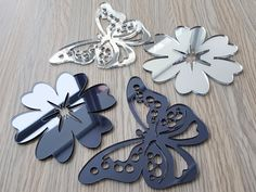 Stickere oglinda fluturi si flori din oglinda acrilica argintie si gri Silver, Money