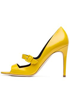 Rupert Sanderson - Shoes - 2014 Spring-Summer Love this great color! Pretty Shoes, Beautiful Shoes, Cute Shoes, Me Too Shoes, Jimmy Choo, Christian Louboutin, Shoes 2014, Walk In My Shoes, Yellow Shoes