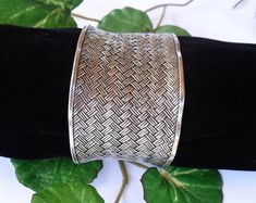 Vintage SAMUEL B Large Cuff, Sterling Silver Basketweave Bracelet, Wide Cuff, Contemporary Studio Jewelry, Hallmarked Gifts for Her Native American Earrings, Sterling Silver Cuff, Vintage Rhinestone, Basket Weaving, Photo Jewelry, Gifts For Her, Designers, Bracelet, Contemporary