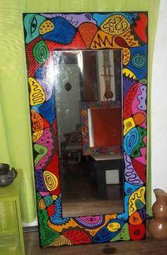 pintados Mirror Mosaic, Diy Mirror, Mosaic Wall, Funky Painted Furniture, Painted Chairs, Mirror Painting, Painting Frames, Painted Mirror Frames, Funky Living Rooms