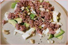Sałatka z awokado, mozzarellą, tuńczykiem i oliwą
