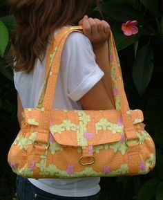 """The """"Evelyn"""" Handbag Sewing Pattern by ChrisW Designs, this site/blog has many many cute bags,and patterns"""