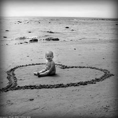 Mi hijo Nico con 6 meses en la playa de Zahora, Cadiz