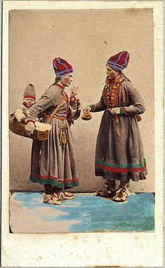 Exhibition of Sami clothing, Sweden. 1800's. Dräktdockor. Samiska kvinnor från Åsele Lappland.