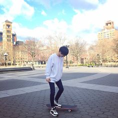 Discovered by AIZAWA Find images and videos about boy and ulzzang on We Heart It - the app to get lost in what you love. Ulzzang Korea, Korean Ulzzang, Ulzzang Boy, Ulzzang Fashion, Boy Fashion, Korean Fashion, Asian Boys, Asian Men, Ulzzang Couple