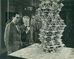 Louis Kahn with a model of City Tower Project exhibition at Cornell University in 1958 | Photo : © Sue Ann Kahn / San Diego Museum of Art