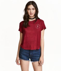 Dark red/Peace. Short T-shirt in soft, ribbed viscose jersey with a sheen. Printed design at front.