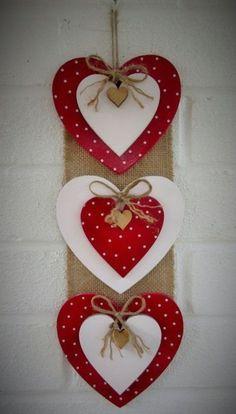 Valentine's day - Valentine crafts for kids - Diy Valentines Day Wreath, Valentine Crafts For Kids, Valentines Day Decorations, Holiday Crafts, Kids Crafts, Pinterest Valentines, Decoration St Valentin, Diy Valentine's Day Decorations, Decorations Christmas