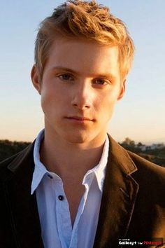 Mmmmmm i love blond hair and blue eyes ;)