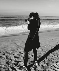 It's all about the 'eye' and 'imagination'.... Photographer Kimberly Adamis doing just that.... #santamonica #photography #create #ocean #express #capture #breathe #blackandwhite #beach #listen