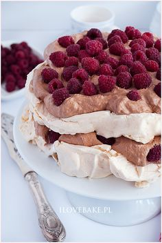 Tort bezowy z kremem czekoladowym - I Love Bake Pavlova, Nutella, Tiramisu, Oreo, Chocolate, Ethnic Recipes, Food, Cakes, Lifestyle