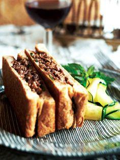 【ELLE a table】牛肉のクリームソテーのホットサンドレシピ|エル・オンライン