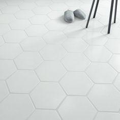 Carrelage sol et mur forte effet béton blanc Hexo l.25.8 x L.29 cm Tile Floor, Sweet Home, New Homes, Leroy Merlin, Barber Shop, Master Bath, Centre, House, Construction