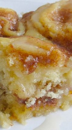 Cinnamon Roll Cake is buttery, cinnamon cake with a vanilla glaze drizzled over the top. Serve it for brunch or dessert for an amazing treat! Easy Cupcake Recipes, Summer Dessert Recipes, Cookie Recipes, Cake Mix Cookies, Cupcakes, Cupcake Cakes, Köstliche Desserts, Delicious Desserts, Apple Recipes