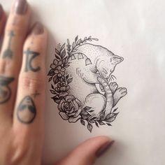 200 Pictures of Female Arm Tattoos for Inspiration - Photos and Tattoos - Flower Tattoo Designs - Katze schläft in wilden Blumen Tattoo von Medusa Lou Tattoo Artist medusalou @ outl - Ink Tattoo, Type Tattoo, Body Art Tattoos, Tattoo Drawings, Sleeve Tattoos, Tattoo Cat, Cat Tattoos, Tatoos, Medusa Tattoo