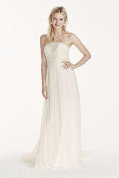Simple & chic, boho perfection! Galina for @DavidsBridal