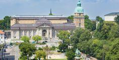 Darmstadt (Hessen): Darmstadt ist eine kreisfreie Großstadt im Süden Hessens, Verwaltungssitz des Regierungsbezirks Darmstadt und des Landkreises Darmstadt-Dieburg. Die Stadt gehört zum Rhein-Main-Gebiet und der Region Starkenburg und bildet eines der zehn Oberzentren des Landes Hessen. Darmstadt hat etwa 150.000 Einwohner, die Stadtregion (Larger Urban Zone gemäß Eurostat) etwa 431.000 Einwohner. Darmstadt ist nach Frankfurt am Main, Wiesbaden und Kassel die viertgrößte Stadt des Landes…