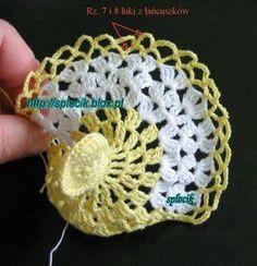 Hens of Easter crochet - Free Instructions - Crochet Spiration Crochet Bikini Pattern, Easy Crochet Patterns, Knitting Stitches, Free Knitting, Crochet Home, Free Crochet, Crochet Chicken, Mug Rug Patterns, Crochet Decoration