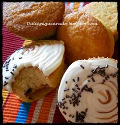 frosting de chocolate blanco con queso filadelphia y cupcake de vainilla