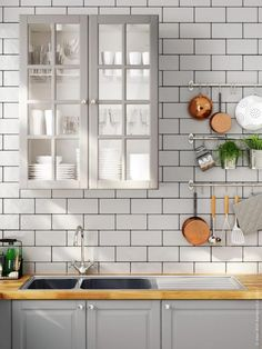 Pale gray kitchen (via IKEA) I have already decided that i want a grey kitchen when i have my own home (in 10 years) Grey Kitchens, Cool Kitchens, Küchen Design, Home Design, Kitchen Tiles, New Kitchen, Kitchen Sink, Kitchen Cabinets, Ikea Bodbyn