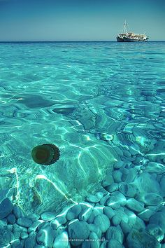 Lalaria beach famous for its round, white pebbles (where it got its name) and aquamarine waters, accessible only by boat, on Skiathos island, Sporades. #kitsakis