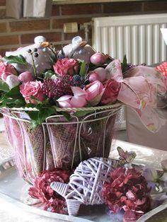 voorjaar Spring Time, Seasons, Flowers, Pink, Easter Activities, Seasons Of The Year, Royal Icing Flowers, Pink Hair, Flower