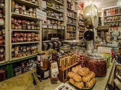 Alla scoperta di Genova vintage Fino al 29 luglio è possibile riscoprire le tradizioni e gli antichi mestieri grazie ai tour guidati nelle botteghe storiche genovesi.