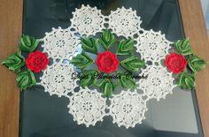 Centro de mesa de crochê feito em linha. Pode ser feito em outras cores. R$ 70,00