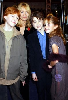 Rupert Grint, Daniel Radcliffe, Emma Watson, J.K Rowling at the Harry Potter and the Philosopher's Stone Premiere! Mundo Harry Potter, Harry Potter Pictures, Harry Potter Quotes, Harry Potter Love, Harry Potter Universal, Harry Potter Fandom, Harry Potter Characters, Harry Potter World, Harry Potter Hair
