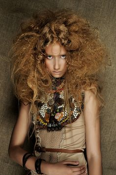 Avant garde hair and make-up Crazy Hair Days, Bad Hair Day, High Fashion Hair, Look Fashion, Creative Hairstyles, Cool Hairstyles, Avant Garde Hair, Corte Y Color, Editorial Hair
