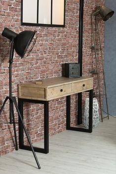 Console en bois recyclé sur pieds en métal noir. Le bois utilisé pour fabriquer cette console d'entrée est du bois certifié FSC recyclé, qui garanti une exploitation raisonnée des forêts et la protection des populations autochtones. Sa jolie teinte claire et ses défauts sont authentiques : chaque meuble est unique. La console AUCKLAND offre 2 tiroirs de rangement pour y cacher vos affaires, dans une entrée ou un salon. Dimensions : 120 cm de long - 80 cm de hauteur. Auckland, Dimensions, Unique, Drawers, Recycled Wood, Hue, Black Metal