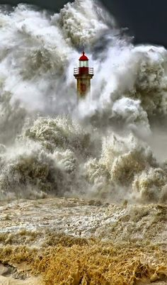 Massive waves engulfs a lighthouse. I look at these images, and I can't fathom the what the person is feeling, the one IN the lighthouse, even the photographer. Beautiful World, Beautiful Places, Amazing Places, Fuerza Natural, Cool Pictures, Cool Photos, Amazing Nature Photos, Powerful Pictures, Lighthouse Pictures