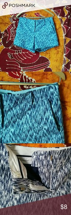 Blue Shorts Dressy blue patterned shorts. Mid rise, 4inch inseam. Super comfy! Material is slightly stretchy. Size 2, 97% cotton 3% elastane. Willi Smith Shorts