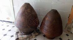 ΠΙΘΆΡΙΑ (κειμήλια)-Αγγειοπλαστική Έπειτα από πώληση παραδοσιακής πέτρινης οικείας τριών γενεών στην Εύβοια, μεταφέρθηκαν στην Αθήνα, δύο πιθάρια όπου φυλάσσονταν ελαιόλαδο για περισσότερο από έναν αιώνα. Τα συγκεκριμένα Οικογενειακά Κειμήλια έχουν τις εξής διαστάσεις: 1. Μεγάλο Πιθάρι: 1 , 10 μέτρα ύψος κ' 1 , 30 μέτρα διάμετρο (στο φαρδύτερο σημείο) 2. Μικρό Πιθάρι: 0 , 90 μέτρα ύψος κ' 1 , 10 μέτρα διάμετρο (στο φαρδύτερο σημείο) Πωλούνται και τα δύο μαζί στην τιμή των 1. 500 ευρώ (ή και…