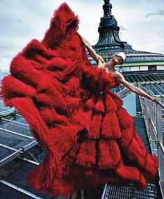 Aymeline Valade is dramatic in red! Alexander McQueen red no less. Photograph by super talented Mario Sorrenti, styled by Emmanuelle Alt and Marie Chaix for Paris Vogue, August Mario Sorrenti, Red Fashion, Fashion Art, High Fashion, Fashion Design, Vogue Fashion, Paris Fashion, Fashion Images, Fashion Models