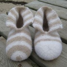 880 Gestrickte, gefilzte Hausschuhe Wool - 5 Ways To Make Money From Home With Fleece Owning wool pr Felted Slippers Pattern, Knitted Slippers, Knitting For Kids, Baby Knitting Patterns, Chrochet, Wool Felt, Sewing, Socks, Lana