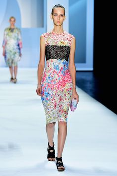 New York Fashion Week: Monique Lhuillier Spring/Summer 2016. Click through to see more: http://nyfw.com/monique-lhuillier.
