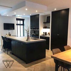 Kitchen Dinning, New Kitchen, Kitchen Decor, Modern Kitchen Design, Interior Design Living Room, Black Kitchens, Home Kitchens, Cocinas Kitchen, Open Plan Kitchen