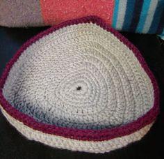 midnight knitter - crochet kitty cozy bed - - free pattern