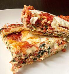 Healthy Cheesy Spinach Lasagna Recipe by @thebeefybeets @cristina_delprete No Boil Lasagna, Spinach Lasagna, No Noodle Lasagna, Baked Pasta Dishes, Baked Pasta Recipes, Make Ahead Meals, Pasta Bake, Healthy Recipes, Healthy Meals